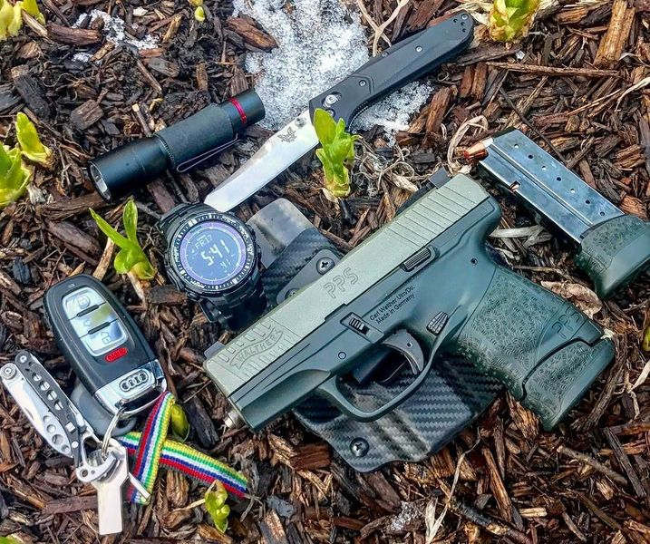 Benchmade - It's after 5pm....Freeeeedom‼️Springtime #edc on this beautiful #Friday 🔪🔫⌚️🏎🔥🏁 #walther #waltherpps #pps #m2 #9mm #audi #cerakote #leatherman #casio...