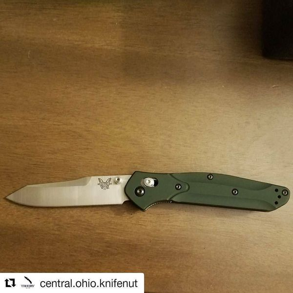 Benchmade - #Repost I'm going to try this one more time sorry for spamming this. ・・・ *SALE* Benchmade 940 carried a few times super smooth. Third pic shows slight pocket...