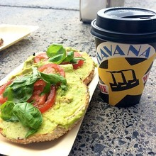 COFFEEUFEEL - Lazy Sunday enjoying Havana Coffee out of an EcoCup & a bite from Best Ugly Bagel. #havanacoffee #coffee #bagel #ecocup #auckland #lazysunday